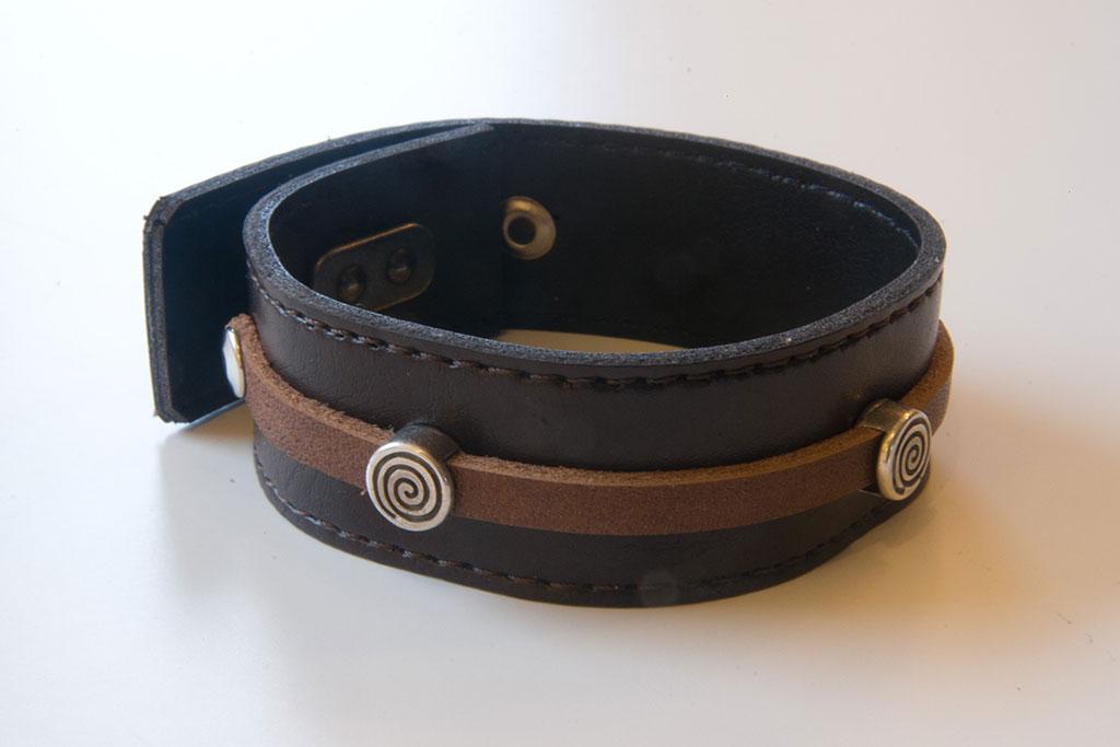 Armband, donker- en lichtbruin